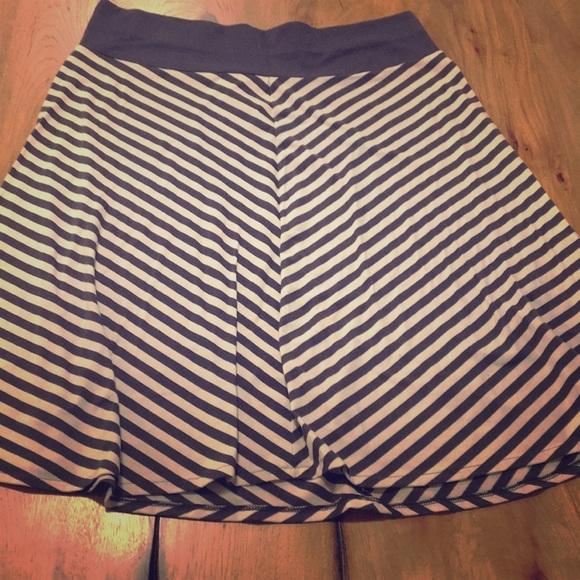 Old Navy Dresses & Skirts - Old Navy navy and white skirt